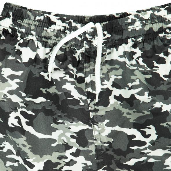 Jungen Badeshorts im Camouflagedessin