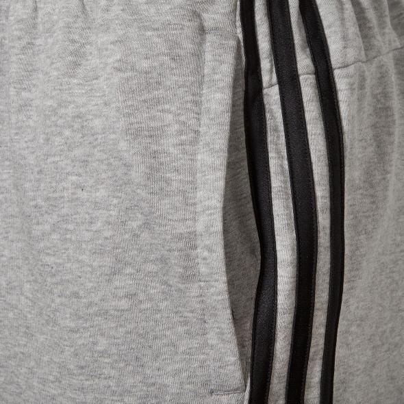 Herren Sporthose mit seitlich applizierten Streifen