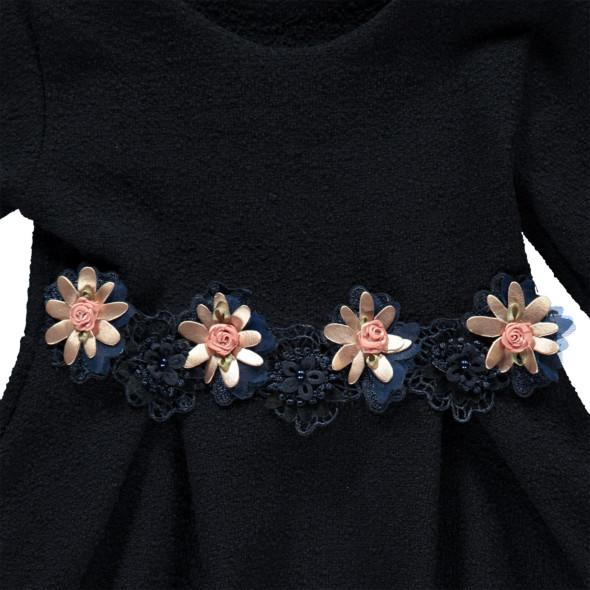 Mädchen Kleid mit Blütenverzierung