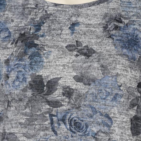 Große Größen Flauschshirt im floralen Dessin