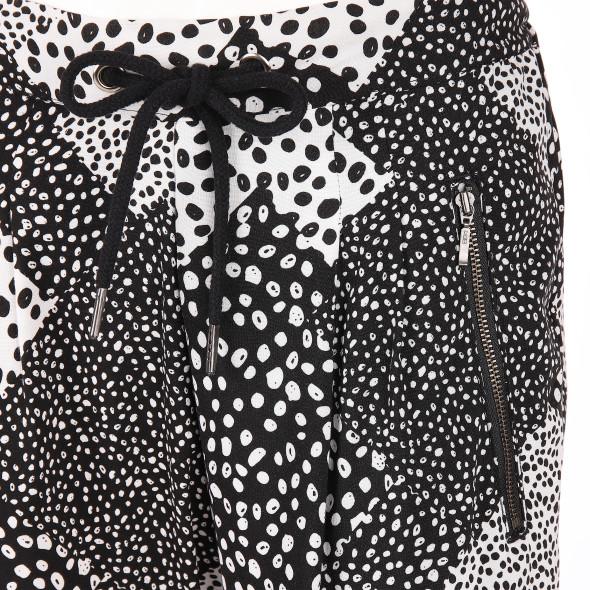 Damen Schlupfhose im schwarz-weiß Dessin