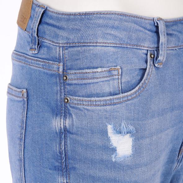 Damen Jeans mit destroyed Effekten